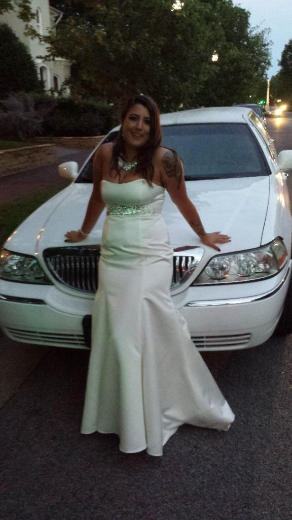 Bride with limo in Franklin, Tennessee.